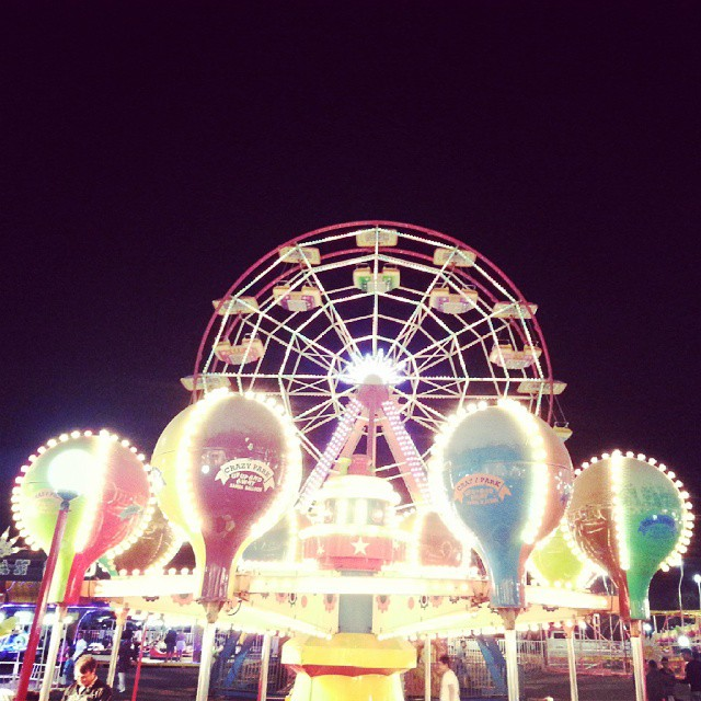 Funfair #fun #funfair #eglence #lunapark #turkey #turkiye #night #balikesir #ayvalik #sarimsakli #evening #instagram #instaphoto #photo #live #travel #travelling #colors #color