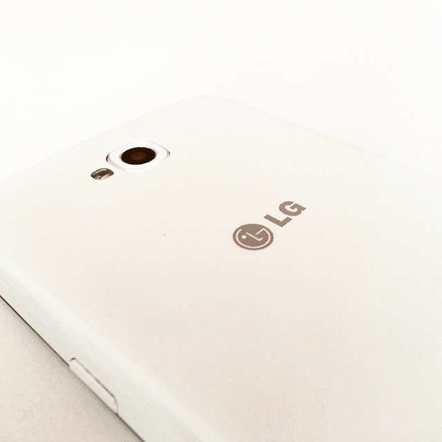 LG Mobile Phone #lg #mobile #phone #instalike #instagram #follow4like #followme #instagood #instaphoto #white #camera #flash