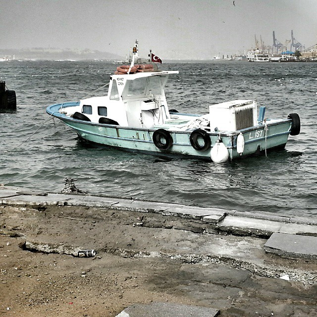 Boat #sea #winter #wintertime #boat #deniz #fırtına #storm #travel #istanbul #turkey #turkiye #instalike #instaphoto #follow4like #followme #follow #instagram