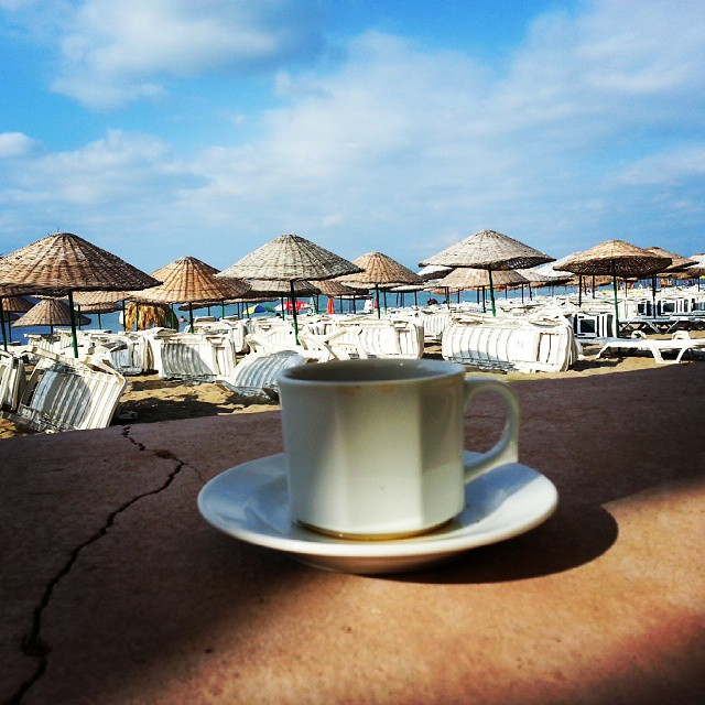 Quiet #tea #cay #fincan #bardak #quiet #cloud #clouds #turkiye #turkey #balikesir #ayvalik #sarimsakli #beach #sahil #sea #travelling #travel #sun #sunset #summer #sunday #breakfast #blue #umbrella #instaphoto #instagram