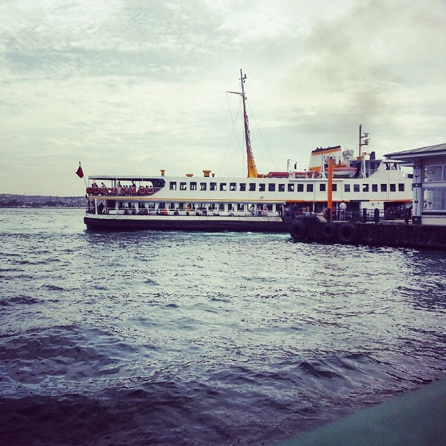 Ferry #ferry #vapur #gemi #istanbul #turkey #iskele #besiktas #turkiye #ship #instagram #instaphoto #sea #deniz #sun #gunes #photo #clouds #bulut #sunset #pier #kadikoy #sky #travel #travelling